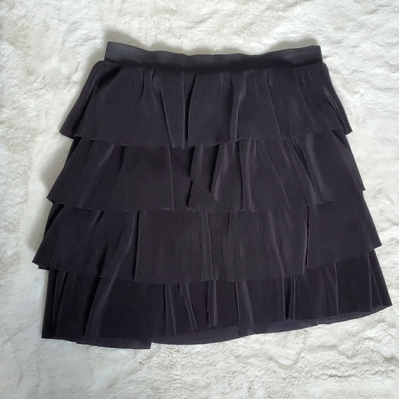 H&M black ruffled mini skirt sz M